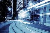Urbana staden trafik spår och med blå ton — Stockfoto