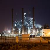 Modern oil refinery factory — Stock Photo
