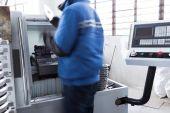 Worker operate lathe machine — Stock Photo