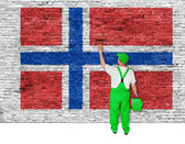 House painter covers wall with flag of Norway — Stock fotografie