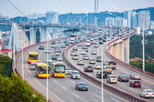 Busy traffic closeup on the bridge — Stockfoto