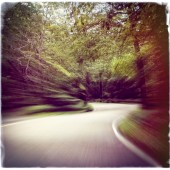 Speeding around a mountain road — Stock Photo