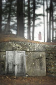Ghostly woman in cemetary — Stock Photo