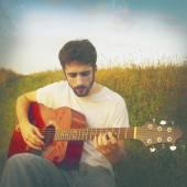 Man playing guitar — Stock Photo