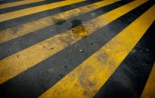 Dirty yellow pedestrian crossing — Stock Photo