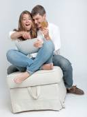在线购物的年轻夫妇 — 图库照片