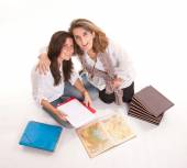 Mom and daughter doing homework — Stock Photo