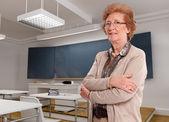 Senior lady in a classroom — ストック写真