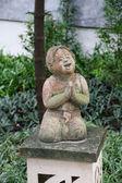 Statue of praying thai woman — Stok fotoğraf