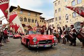 A red Mercedes 300 SL W 198, followed by a red Maserati 150, takes part to the 1000 Miglia classic car race — ストック写真