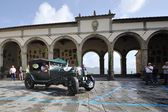 A green Bentley 3 litre takes part to the GP Nuvolari classic car race on September 20, 2014 in Castiglion Fiorentino (AR). The car was built in 1925 — Stock Photo