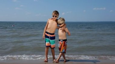 Boys on the beach — Stock Video
