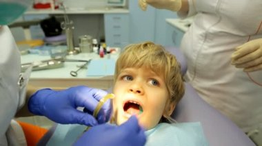 Medical procedure dentistry small child — Stock Video