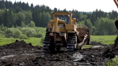 "Leveling the ground. Start of construction of ""Forest town"". — Stock Video"