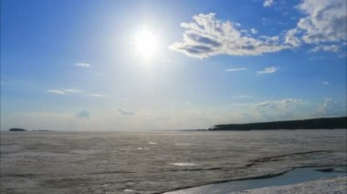 Sun is shining over frozen sea ice, Time lapse — Stock Video