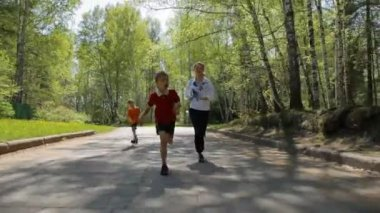 Active family - mother and kids running outdoor — Stock Video