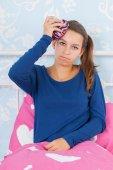 Ragazza adolescente con mal di testa — Foto Stock