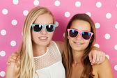 Teen girls summer holidays — Stockfoto
