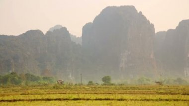 Vang Vieng with limestone mountains — Stock Video