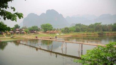 People passing bamboo bridge — Stock Video