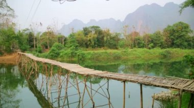 Majestic empty bamboo bridge — Stock Video