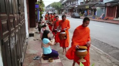 People give rice to monks as gift and get their blessing — Stock Video