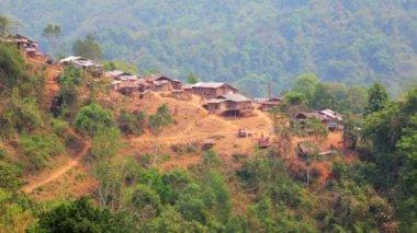 Akha tribe village on mountain — Стоковое видео
