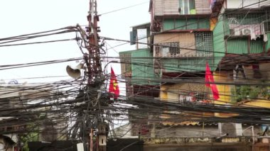 Slums with messy electric cables — Stock Video