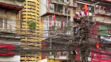 Slums with messy electric cables — Vídeo de Stock