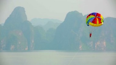 Parasailing over limestone mountain islands — Stock Video