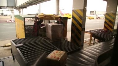 Baggage claim at airport — Stock Video