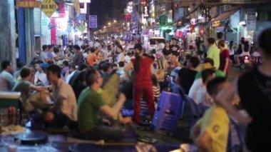 Nightlife at Pham Ngu Lao Street — Stock Video