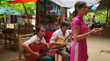 Traditional singers — Stockvideo
