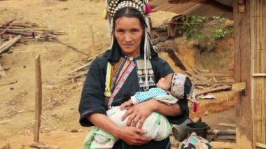 Akha woman carry baby — Stockvideo