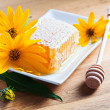 Honeycomb and yellow flowers — Foto Stock