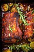 Bbq-spareribs met kruiden en groenten — Stockfoto