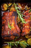 BBQ spare ribs with herbs and vegetables — Stock Photo