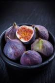 Figs in the bowl — Stock Photo