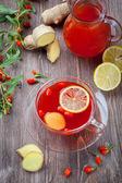 Tea with fresh goji berries and ginger — Stock Photo