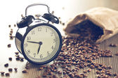Vintage alarm clock and coffee beans — Stock Photo
