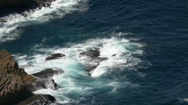Waves Breaking onto Rocks — Stock Video