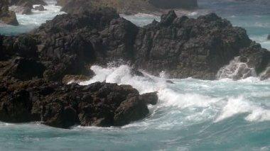 Waves Breaking onto Rocks — Vídeo stock