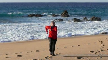 Woman running on beach — Stock Video