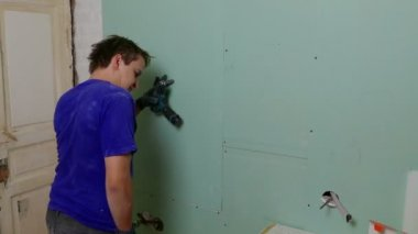 Repairer Installing Drywall — Stock Video