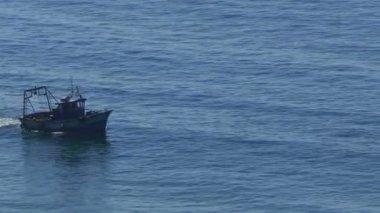Fishing Boat in ocean — Стоковое видео