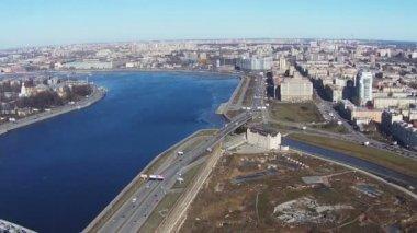 Flying near of River Neva in Center Saint-Petersburg, aerial view — Stock Video
