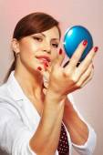 Smartens up with compact mirror — Stock Photo