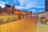 New promenade at Motlawa river in city center of Gdansk — Stock Photo