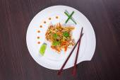 Chinese noodles with duck and vegetables — Stock Photo