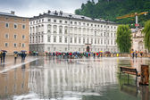 Lidé na ulicích salzburg, rakousko — Stock fotografie